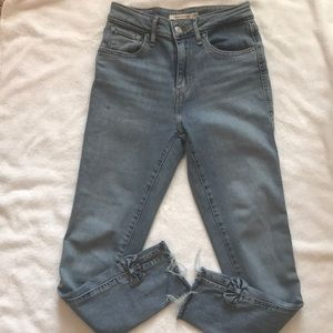 Levi's women High rise skinny jeans.